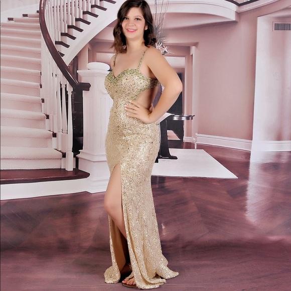 e513b2ab0e99 La Femme Dresses & Skirts - Gold La Femme sequined prom dress!
